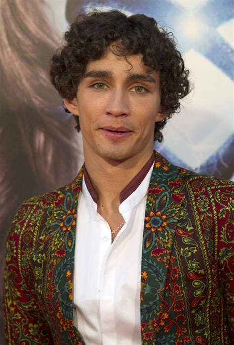 Robert Sheehan is the Best Dressed Of The Week|Lainey