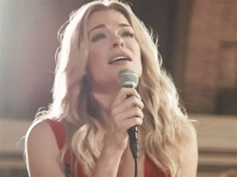 LeAnn Rimes Pays Tribute To Her Beloved Dog Eveie After