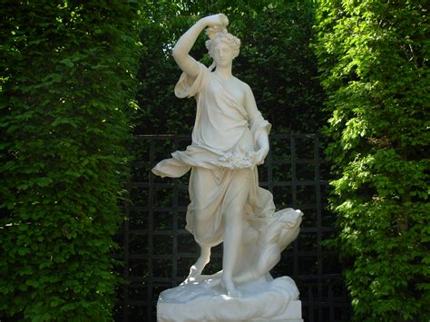File:Versailles Gardens, the Grove of Domes, statue of