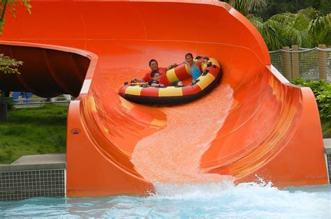 The Family Raft Ride from WhiteWater